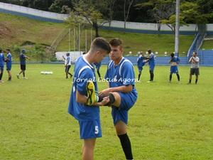 Dani e Gabriel em treino físico