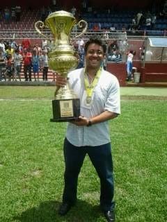 Rangel em 2014 no Nacional e o troféu de campeão da 2ª divisão