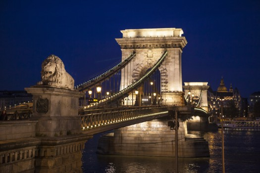 chain-bridge-noite