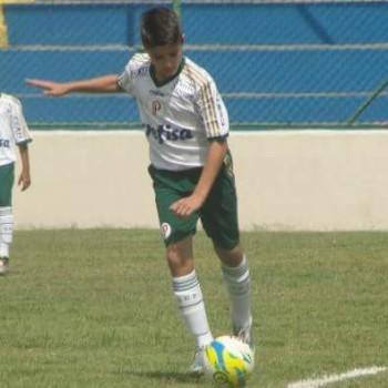 Vitor em ação pelo Palmeiras