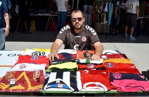 Colecionador de Cotia estará entre os fanáticos por camisas de futebol b0b8818d94069