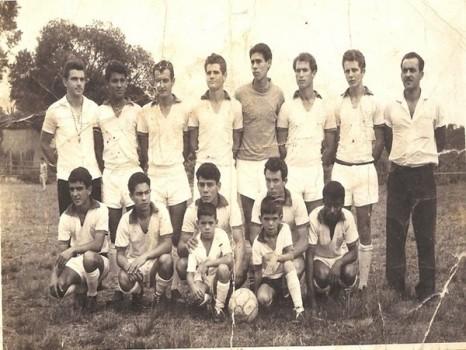Outro time do Portão, de 1964,com Ildeberto vestindo a camisa número 1.