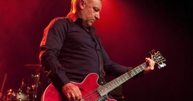 Peter Hook & The Light Performing Unknown Pleaseures Live At The