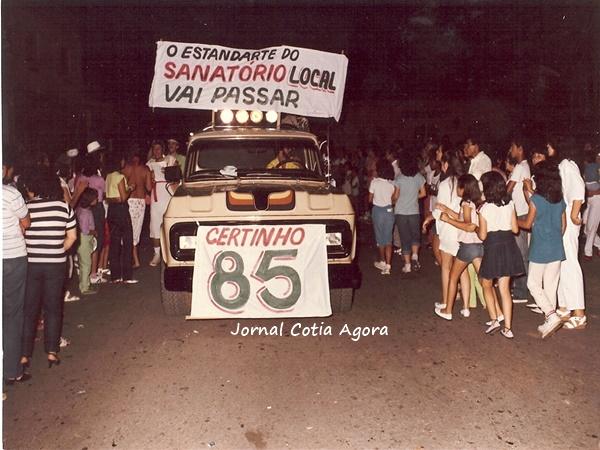 1985. O Certinho foi um grupo de amigos/time de futebol/time de vôlei criado nos anos 60 e que agitou a cidade por muitos anos (em breve escreveremos sobre isso). Na foto. a pickup do Guidinho Fecchio no desfile de Carnaval.