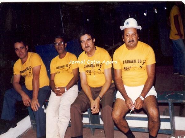 Anos 80 e o Toninho Rosa da Doceria Fantasias (4º) e o João Padre (1º), que trabalhava na prefeitura. Nos ajudem a lembrar o nome dos outros dois?