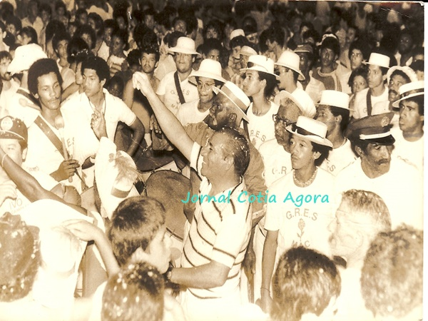 1985: Gresmac no Suvacão. Ao centro o ex-prefeito Ivo. Ao seu redor, vemos Mauro Pires (meio encoberto), Donizete, Nei, Argemiro, Luizinho Saracura, Professor Walter, Ângelo Prado e Reinaldo Cabeção, que foi roupeiro da Central Brasileira