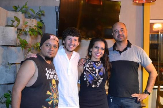 Os diretores João Florença e Luiz Junior com os atores Franz Granja e Nathalia Saphyra
