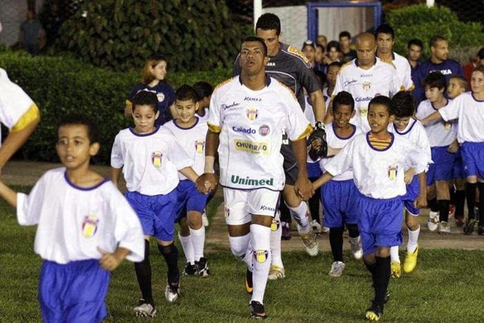 Entrando em campo pelo Grêmio Barueri