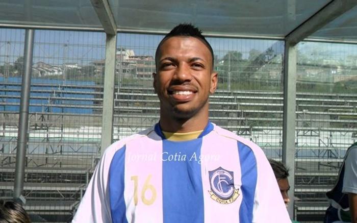 Jogando pelo Cotia FC, foram três temporadas