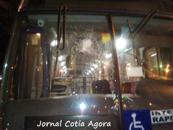 Ônibus da Danúbio depredado