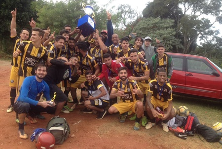 99f94b1f982e6 Camisa 13 é campeão do maior torneio de Cotia