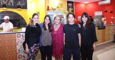 """Sucesso total. """"Comidinhas Dona Nono"""" é inaugurado com grande festa em Cotia"""