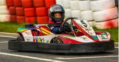 Rubinho Barrichello aposta no kart para inspirar crianças carentes em Cotia