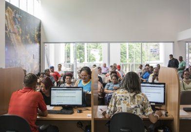 Apesar de ponto facultativo, Centro Bancário de Cotia, no Portão, funciona na segunda