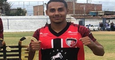Após fim de contrato com o Retrô Brasil, lateral Léo Cotia está livre para negociar com clubes