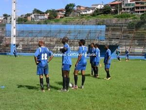 Jogadores atentos ao treino