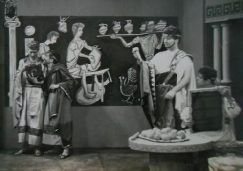 Timon de Atenas (1959). George (sentado)