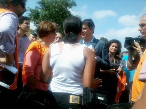 Haddad com membros do Faixa na Raposo. Foto: Maria Angélica Oliveira Mangyal