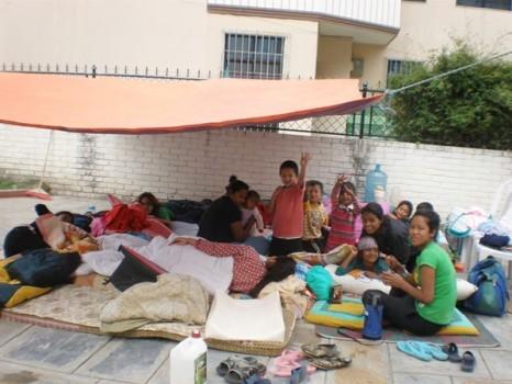 Nepaleses auxiliados pela ONG da mãe de Camile
