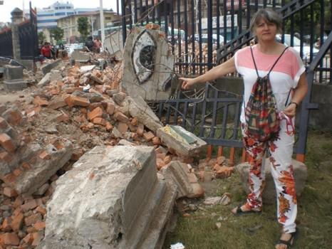 Mãe de Camile mostra a destruição