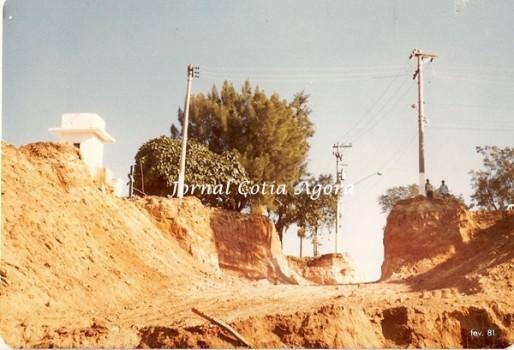 1981.Construção da via que passa por baixo do pontilhão do cemitério