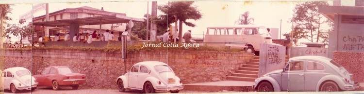 1981. Ponto de ônibus ficava onde hoje é o retorno ao lado da praça