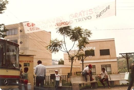 """1988. Lembra dos pontos de ônibus dos """"diretos"""" para a rodoviária do Tietê? Ali a cabine da Nossa Senhora da Ponte"""