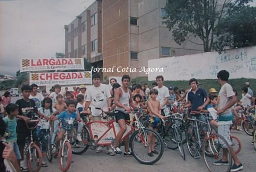 Saída de passeio. No meio o Valdecir Valentim com sua bike-dupla e o Claudião do Fórum