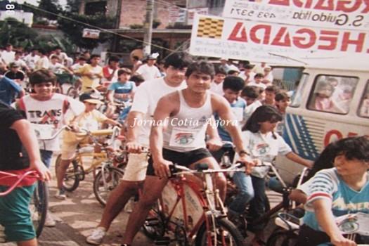 Valdecir e Claudião na bike esquisita