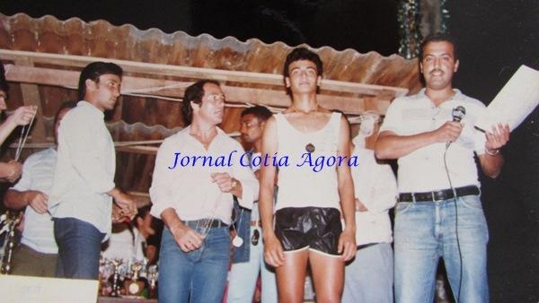 Corrida nos anos 80. Ao centro, o corredor Antonângelo da Silva, que morava na Vila São Francisco e hoje está em Garanhuns-PE