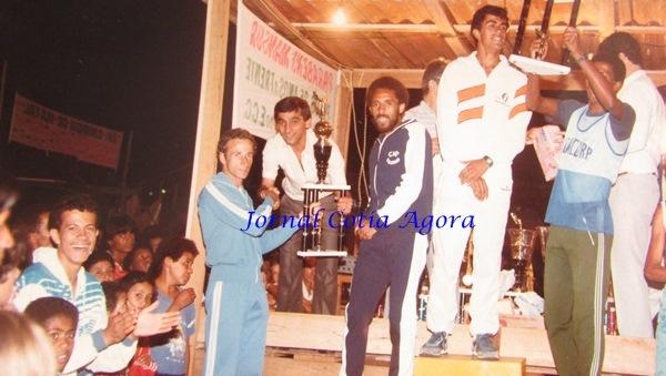 1983: Vereador Dito Pedroso entrega prêmio ao atleta olímpico Ismael Silva. Ao lado, Adauto Domingues, também olímpico