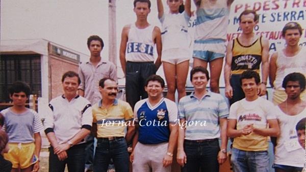 1986. Corrida de Monte Serrate. Na fila de baixo: Décio, Raul, Quinzinho Pedroso, Albano Júnior, Marcênio e Claudionor