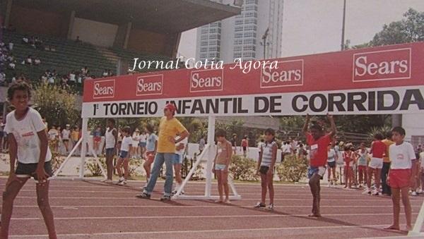 1984. Corrida da Sears no Ibirapuera. O 3º da direita para a esquerda é o Vandro Valentim (Batata)