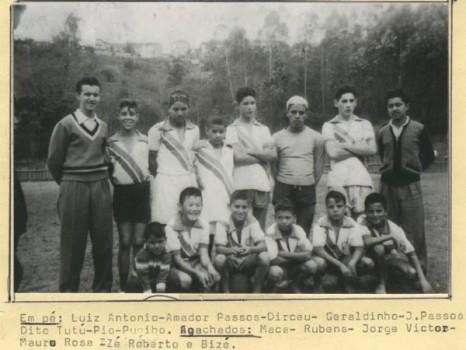 No time acima, dos anos 40, do juvenil do Cotiano, o goleiro (6º) é Dito Tutu.