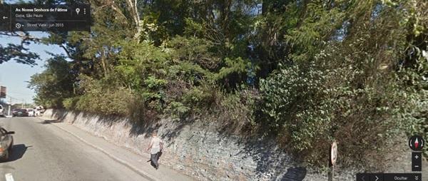 Em foto do Google, as árvores que ficavam na parte da frente da residência e que foram arrancadas