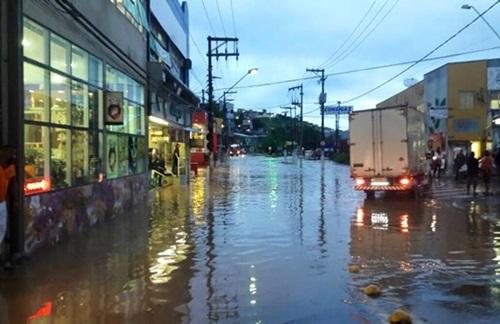 Centro de Itapevi, Avenida Rubens Caramez