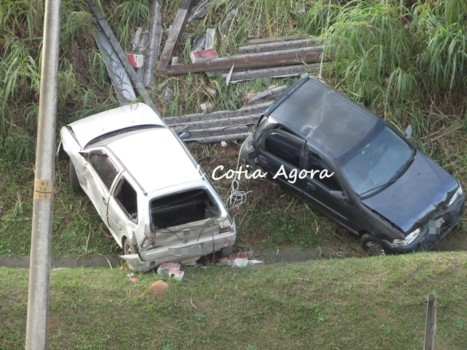 Valeta impediu que carros descessem para Raposo