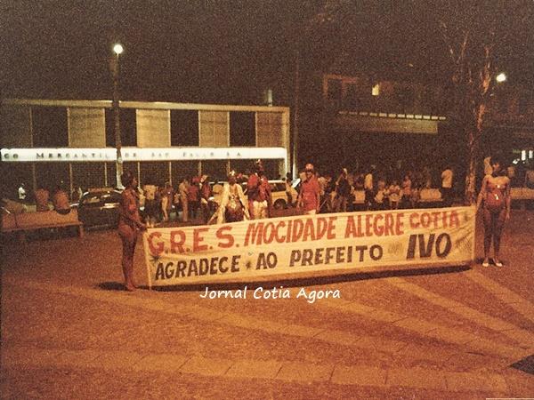 1985. Também na Praça Joaquim Nunes, a concentração