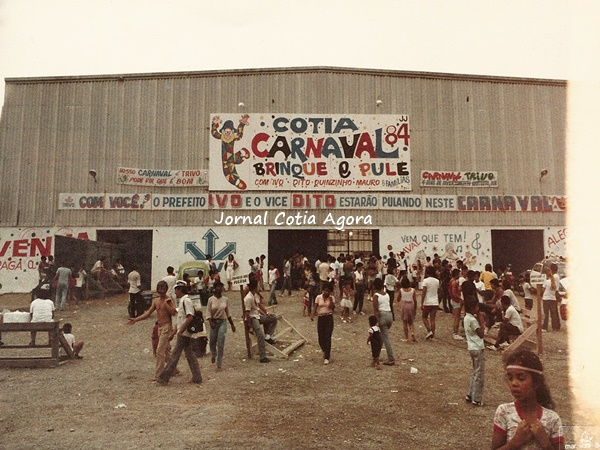 1984 e a saída da matinê do Suvacão, muito folião cansado