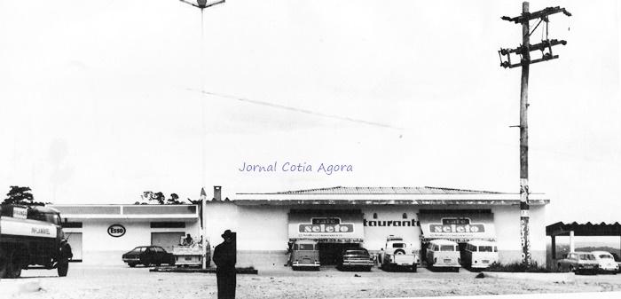 Em frente à padaria, que existe até hoje no começo da Estrada de Caucaia