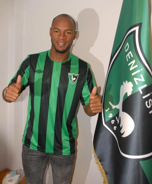 Leandro Barrios em seu novo clube, o Denizlispor