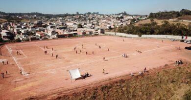 Antiga área de lixão no Parque do Agreste vira campo de futebol